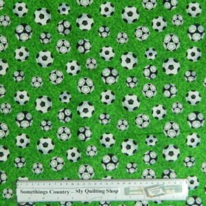 Country-Patchwork-Quilting-Fabric-SoccerFoot-balls-Cotton-Sewing-50x55-FQ-New-111677131446