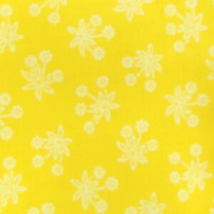 Country-Patchwork-Quilting-Sewing-Fabric-GOLDY-YELLOW-White-Flowers-FQ-50x55cm-161986584977